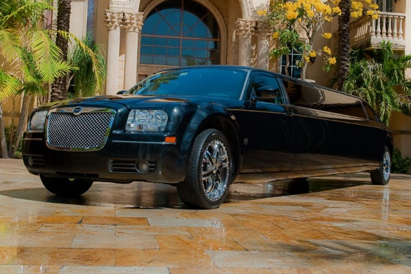 8 Person Chrysler 300 Limo Service Jacksonville